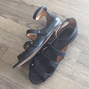 Chic Madewell sandals